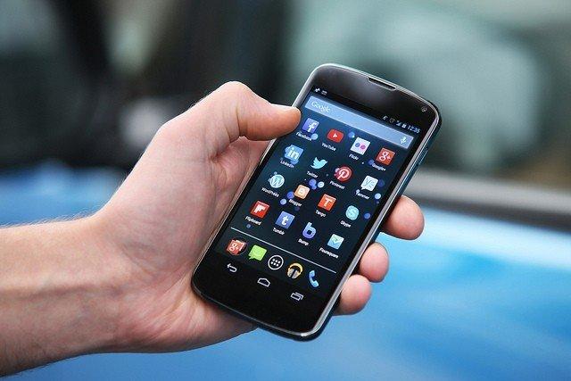 smartphone-midias-sociais